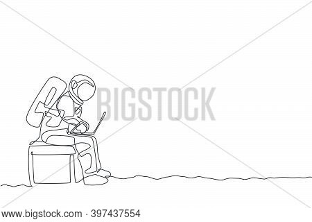 One Continuous Line Drawing Spaceman On Spacesuit Siting On Chair While Typing In Laptop. Astronaut