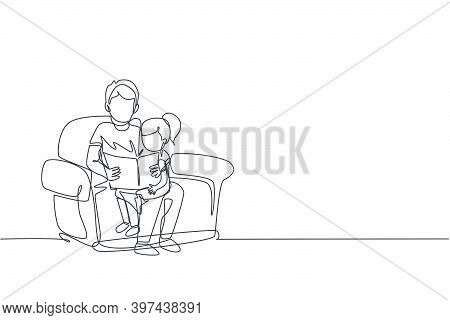One Continuous Line Drawing Young Dad Siting On Sofa And Reading A Storybook To His Daughter At Home