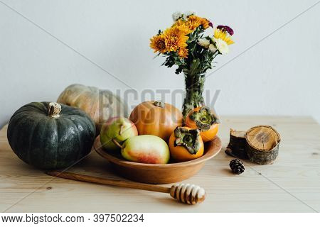 Happy Thanksgiving. A Plate Of Natural Material. Reusable Utensils. Eco-friendly Tableware. Pumpkins