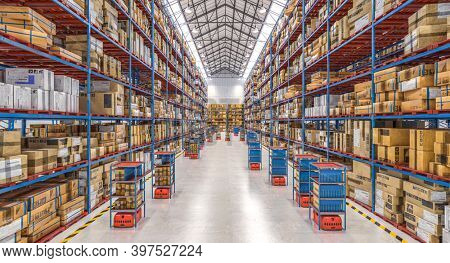 modern warehouse with automated goods movement system. 3d render.
