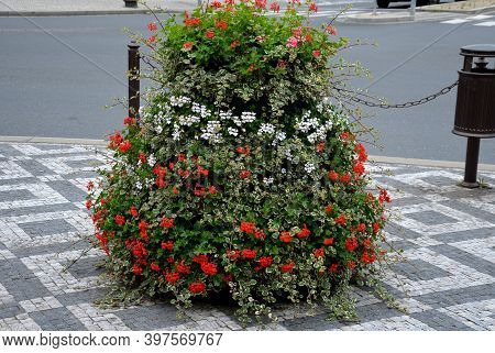 Flower, Pyramid, Pyramids, Pyramidal, Shape, Column, Care, Less, Free, Marble, Mosaic, Cobblestone,