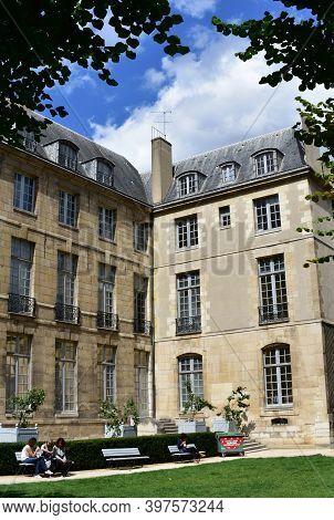 Paris, France. August 14, 2019. Garden In Parisian Style Mansion Known As Hotel Particulier. Hotel D