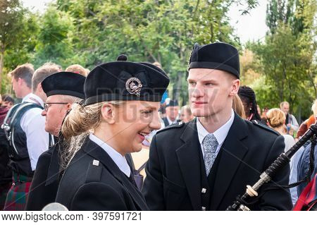 Moscow, Museon Park, September 4, 2016: A Group Of Scottish Pipers Preparing For The Parade