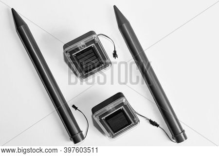 Ultrasonic Device For Repelling Moles And Rodents