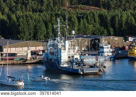 sea tug in a modern seaport