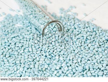 Colorant For Plastic, Pigment In The Granules