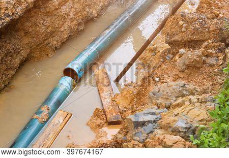 Repair The Plumbing Broken Pipe And Water Flow In Hole