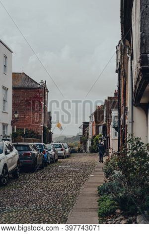 Rye, Uk - October 10, 2020: Row Of Old Terraced House On A Cobbled Street In Rye, One Of The Best-pr