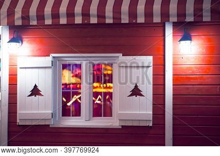 Christmas hut - Red wooden cottage with white windows and Christmas lights