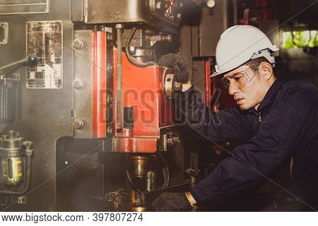 Male Engineer Supervises Industrial Work, Inspects Large Machines For Metal Work Pumps, Inspecting W