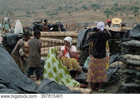 Katwe, Uganda - Aug 29, 2010: Local People, Include Women And Children Work On Salt Mining. Katwe Sa