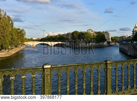View At Sunset From Pont D'arcole With Green Handrail, Ile Saint-louis, Place Louis-aragon And Pont