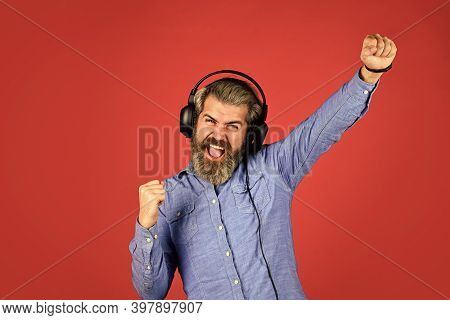 Excellent Music Playlist. Noise Cancellation Function. Professional Gadget. Music Beat. Rhythm Conce
