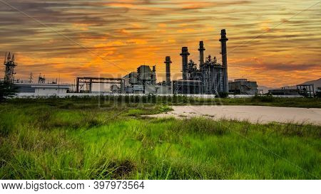 Factory - Petrochemical Plant,oil Refinery Plant In A Petrochemical Industrial Estate At Dusk, With