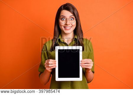 Photo Portrait Of Amazed Female Student Showing Screen Empty Space On Tablet Staring In Eyewear Isol