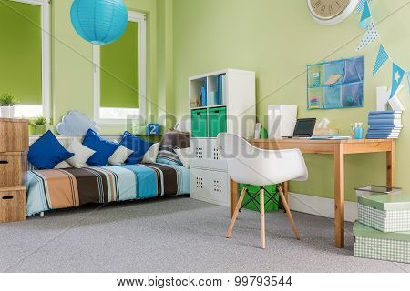 Cosy Furnished Functional Room