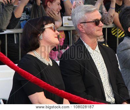 LOS ANGELES - NOV 12:  Marcia Gresham, Alan Radcliffe - Daniel's parents at the Daniel Radcliffe Hollywood Walk of Fame Ceremony at the Hollywood Walk of Fame on November 12, 2015 in Los Angeles, CA
