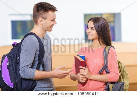 Female student meeting her classmate.