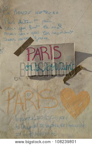 LYON-FRANCE NOVEMBER 15, 2015: Thoughts on a wall after the terrorist attacks in France