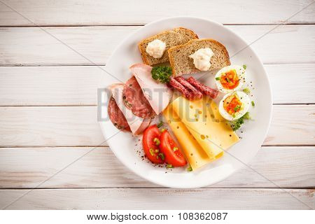 Breakfast - boiled egg, bacon, cheese and vegetables
