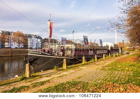 Showboat Theaterschiff Stuttgart / Frauenlob - Bad Cannstatt, River Neckar
