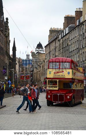 EDINBURGH, AUGUST 25, 2013: Edinburgh during the festival.