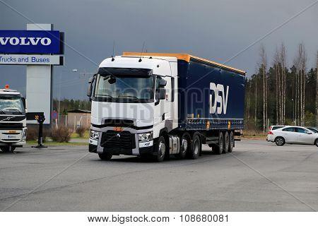 Renault Trucks T Semi On Demo Drive Event