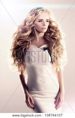Model with long hair Blonde Waves Curls Hairstyle Hair Salon Updo Fashion model with shiny hair Woman with healthy hair girl with luxurious haircut Hair loss Girl with hair volume