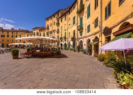 Lucca Oval Square
