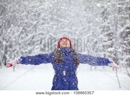 girl in the winter. child outdoors