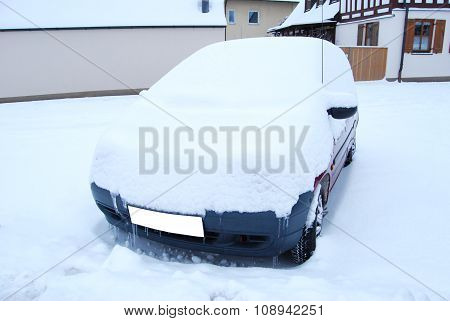 Car Snow-covered