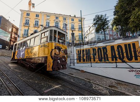Famous Gloria funicular in Lissabon