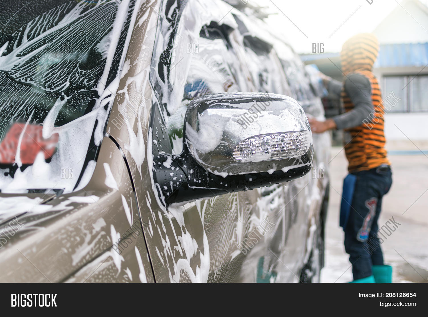 Cleaning Car Man Image & Photo (Free Trial) | Bigstock