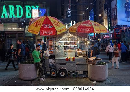 New York City, Usa, September 10, 2017 : Small Street Store In Times Square. Times Square Is A Major