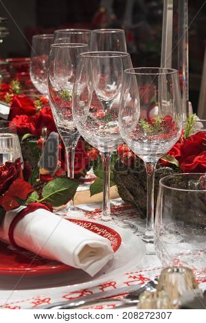 Christmas tableware, place setting in elegant red colors