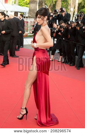 CANNES, FRANCE - MAY 18: Bella Hadid attends the 'The Unkown Girl (La Fille Inconnue)'  premiere during the 69th annual Cannes Film Festival at the Palais des Festivals on May 18, 2016 in Cannes