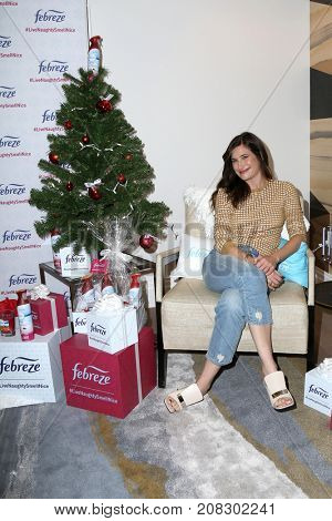 LOS ANGELES - OCT 5:  Kathryn Hahn at the Febreze's #LiveNaughtySmellNice campaign at the The London West Hollywood on October 5, 2017 in West Hollywood, CA