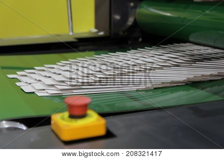 carton boxes on conveyor belt of a flolder gluer machine