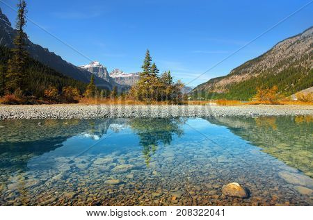 Waterfowl lakes in Banff national park with clear water and perfect reflection