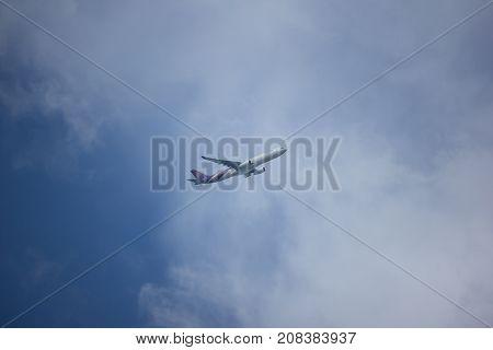Hs-ten Airbus A330-300 Of Thaiairway Tg111