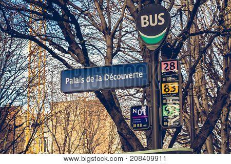 Sign Of The Bus Station Palais De La Découverte