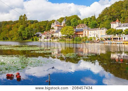 September 2012 - In September many visitor visit the lake of Pierrefond in north of Paris to admire the beautiful panorama from the small boats.