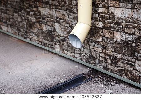 Water runoff for rainwater with a drainage system