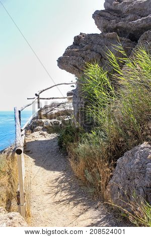 Turn the path behind the rock. Travel along the coast along the path of Prince Golitsyn.