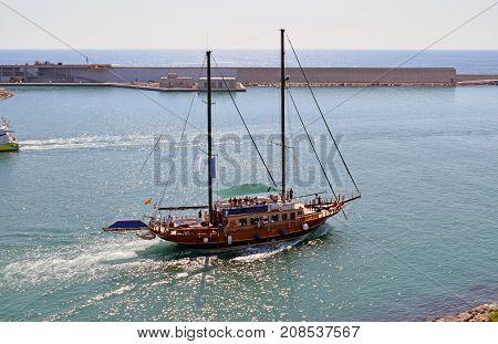 Ship sailboat to navigate small viajesde of pleasure poster