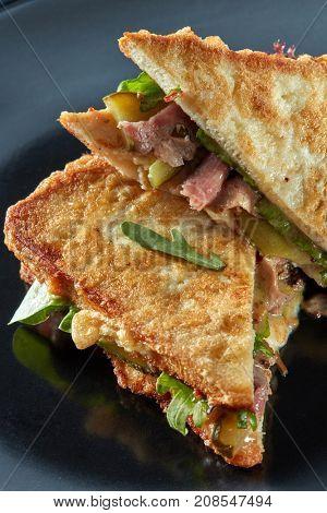 BLT bacon lettuce sandwich
