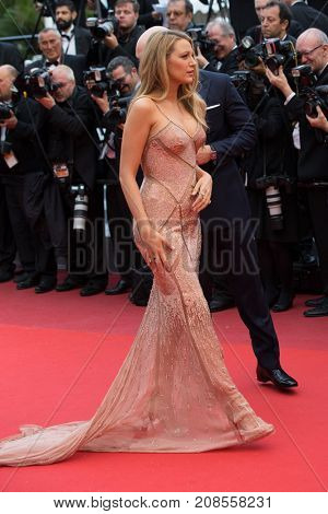 CANNES, FRANCE - MAY 11: Blake Lively attends the 'Cafe Society' premiere and the Opening Night Gala during the 69th annual Cannes Film Festival at the Palais des Festivals on May 11, 2016 in Cannes