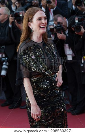 CANNES, FRANCE - MAY 11: Julianne Moore attends the 'Cafe Society' premiere and the Opening Night Gala. 69th annual Cannes Film Festival at the Palais des Festivals on May 11, 2016 in Cannes
