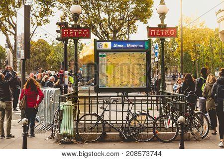 Entrance To The Metro Station Alma - Marceau