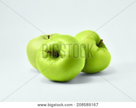 Isolated green apples Fresh granny smith Three juicy green apples are lying on a white background Isolated fruit's photo